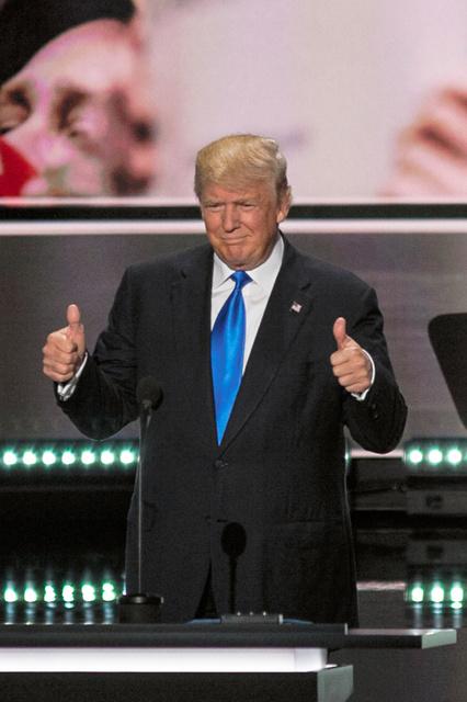 共和党大会のステージに登場したドナルド・トランプ氏=18日、米オハイオ州クリーブランド、ランハム裕子撮影