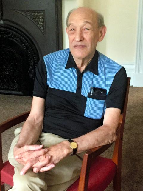 日中両方をよく知る社会学者、エズラ・ボーゲル・米ハーバード大学名誉教授。頻繁に中国を訪問しており、7月上旬も会議出席のため浙江省へ出張した。7月下旬は日本に滞在する=2016年7月13日、ボストン、吉岡桂子撮影