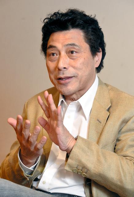 俳優の加藤健一さん=兵庫県西宮市、水野義則撮影