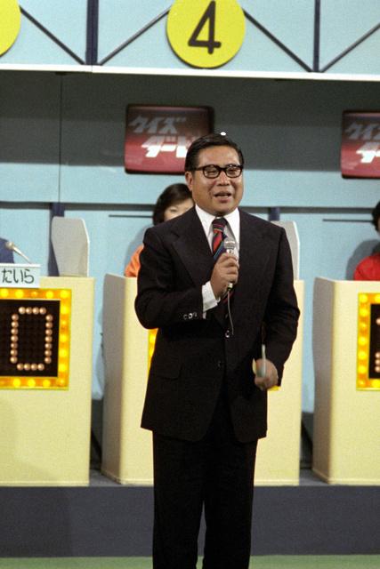 「クイズダービー」で司会を務める大橋巨泉さん=TBS提供