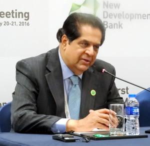 BRICS開発銀行、本格始動 新興国通貨で資金を調達