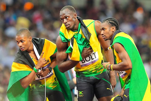 2012年のロンドン五輪の陸上男子200メートルで優勝したボルト(中央)らジャマイカ勢。国際共同研究「アスローム」ではジャマイカの短距離選手のDNAも調べる。