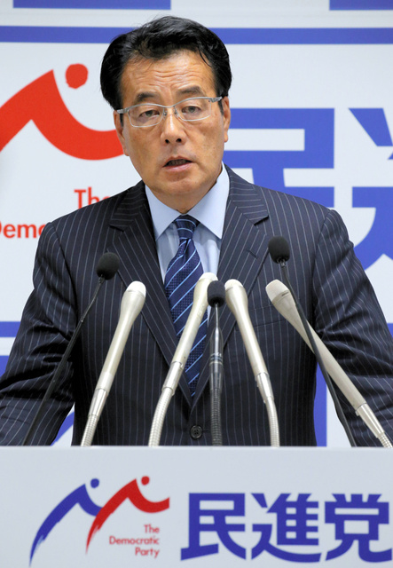 記者会見する民進党の岡田克也代表=21日午後2時15分、東京・永田町の党本部、飯塚晋一撮影