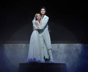 日本初演20年、宝塚歌劇団の「エリザベート」900回