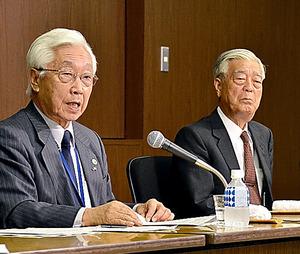 NHKの石原経営委員長(左)と、本田委員長代行