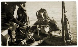 スキューバに先駆けた日本人 豪収容所で病死、再評価も