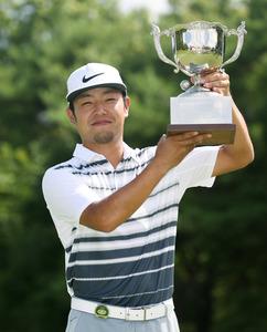 プロ5年目の22歳、時松隆光がツアー初V 男子ゴルフ