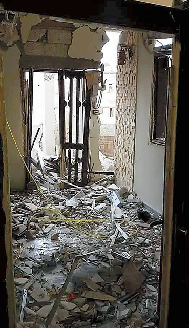 空爆を受けたラッカ市内の住宅=3月、アブ・アフマドさん提供