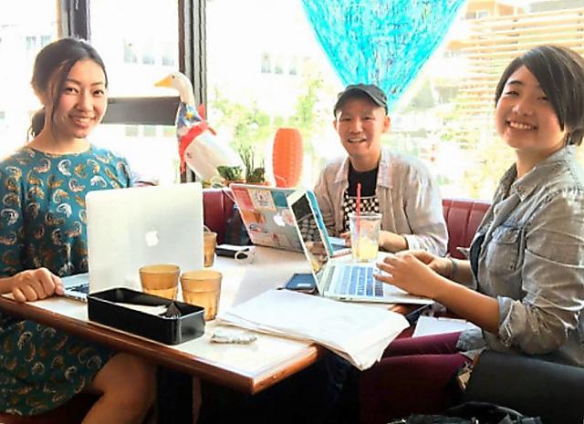 難民支援の学生団体「WELgee」の(右から)渡部清花さん、細田侑さん、中原咲希さん=渡部さん提供