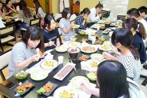 徳島)短大生がシカ肉料理に挑戦 達人に教わる 那賀町