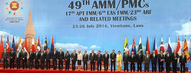 ARFの会議前に写真を撮る各国外相ら=AFP時事