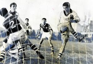 1961年度の全国高校サッカー選手権準決勝の関学戦。この時からシュートは強烈だった。背も高くなり、大相撲の花籠部屋の関係者が「サッカーでは飯が食えないぞ」と、学校まで誘いにきたことがあった