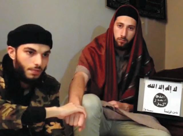 過激派組織「イスラム国」(IS)系の通信社とされる「アマク」が27日、インターネット上で公開した教会襲撃事件の実行犯とみられる男2人=AFP時事