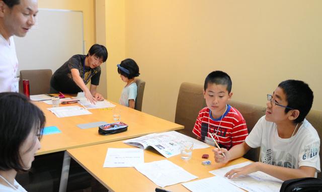 出店計画を練る子どもたち=奈良市三条本町