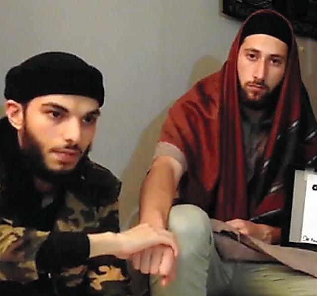 「アマク」が27日公開した教会襲撃事件の実行犯とみられる男2人=AFP時事