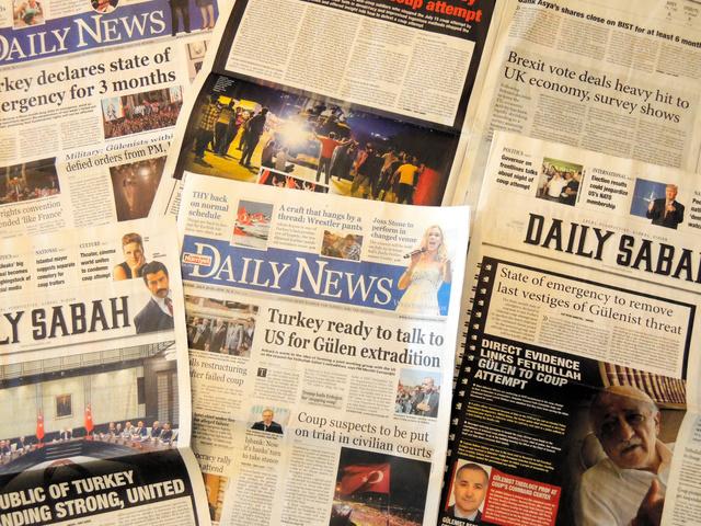 クーデター未遂事件後、トルコ各紙の論調は政権に好意的だ=イスタンブール、福山亜希撮影