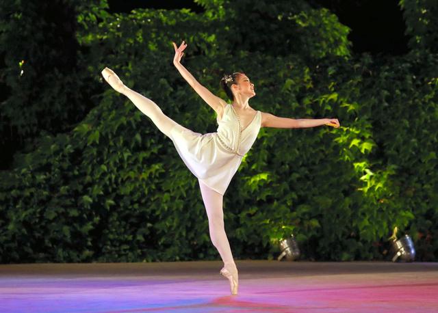 バルナ国際バレエコンクールで踊る白井沙恵佳さん=大会フェイスブックから