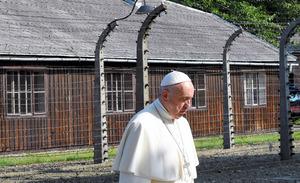 ローマ法王、演説なし「沈黙」の訪問 アウシュビッツ跡