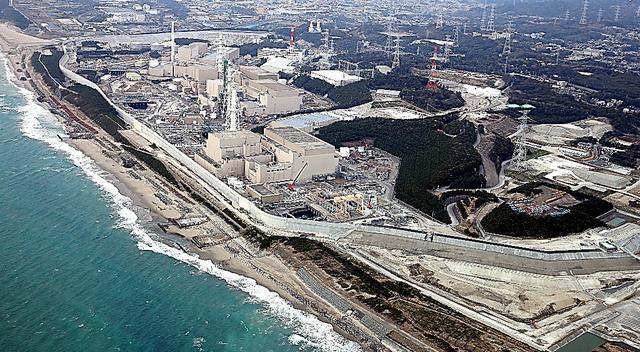 中部電力の浜岡原発=静岡県御前崎市、本社ヘリから