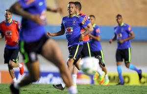 サッカー日本、ブラジルと対戦へ ネイマールが先発予定