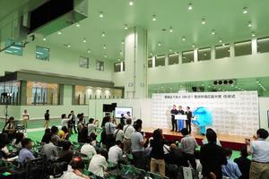 公開された豊洲市場で、開場100日前を記念したイベントが開かれた=30日午前11時41分、東京都江東区、関田航撮影