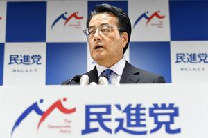 任期限りで退任する意向を記者団に示す民進党の岡田克也代表=30日午後6時31分、東京・永田町、角野貴之撮影