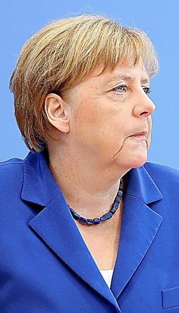 会見に臨むメルケル首相=28日、ベルリン、高野弦撮影