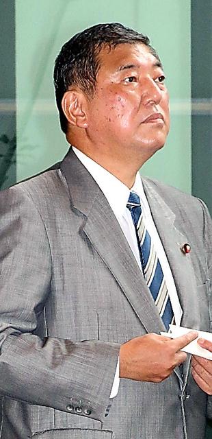 首相官邸に入る石破茂地方創生相