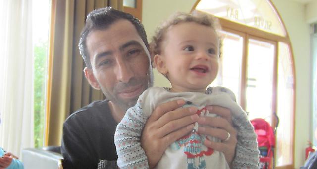 難民収容施設には難民の子どもたちの笑顔があった=池澤夏樹さん撮影