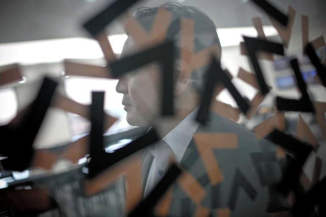 北朝鮮の元工作員、金東植(キム・ドンシク)。以前は毎夜ラジオを通じて届くメッセージを聞いていたという=Jean Chung/(C)2016 The New York Times