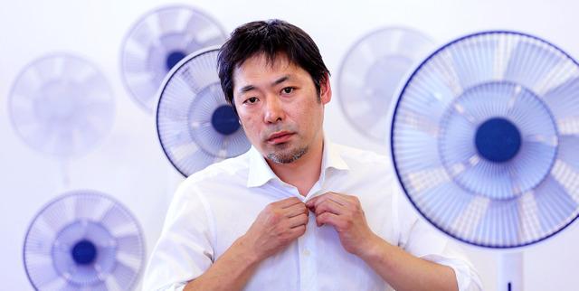 そよ風を再現した次世代扇風機「グリーンファン」に囲まれて=東京都武蔵野市のバルミューダ本社