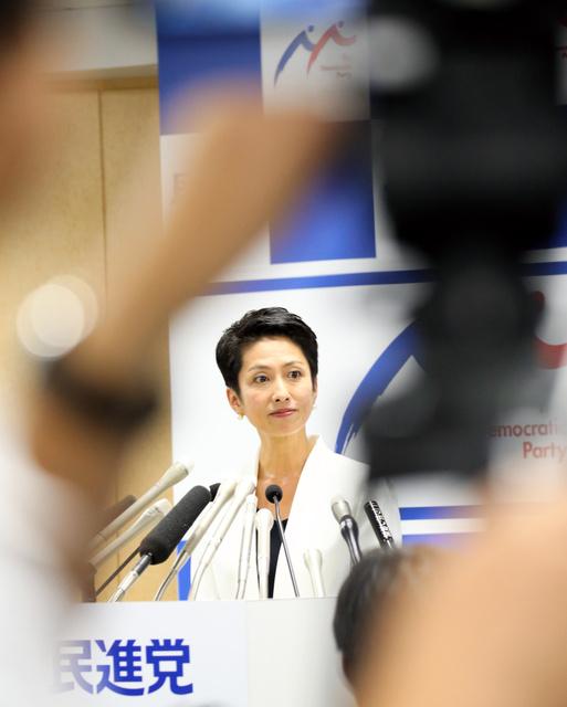 記者会見で民進党代表選への出馬を表明する蓮舫代表代行=5日午後3時18分、東京・永田町、鬼室黎撮影
