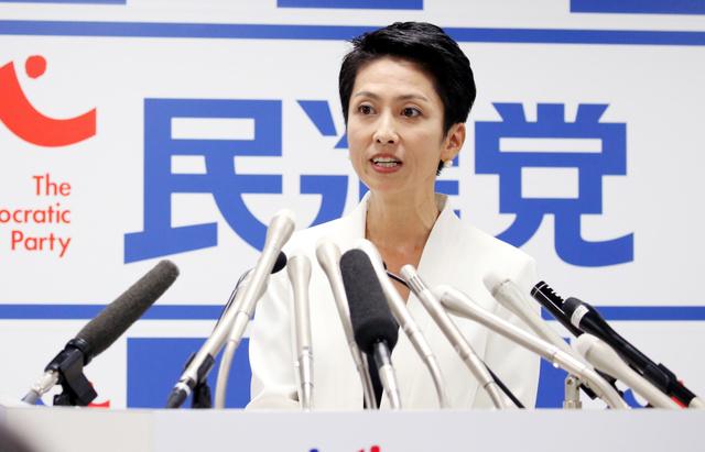 記者会見で民進党代表選への出馬を表明する蓮舫代表代行=5日午後、東京・永田町の民進党本部、鬼室黎撮影