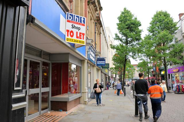 英中部ドンカスター中心部の商店街。空き店舗が目立つ。国民投票では離脱支持が69%を占めた=渡辺志帆撮影