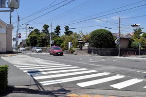 2月に死傷事故が起きた交差点。今後、コンパクトな交差点に改良される=磐田市中泉