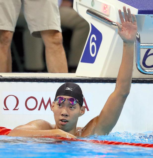 男子200メートル平泳ぎ準決勝で五輪新記録で決勝進出を決めた渡辺一平=西畑志朗撮影