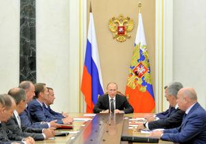 11日、モスクワのクレムリンで、安全保障会議を取り仕切るロシアのプーチン大統領=AP