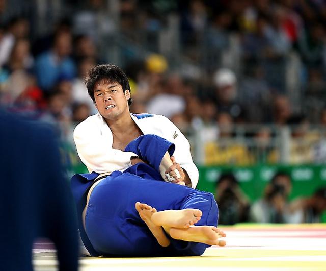 男子100キロ級3位決定戦で銅メダルを獲得した羽賀龍之介=林敏行撮影