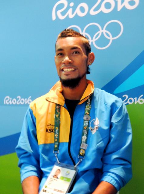 南太平洋の島国ツバル唯一の代表として陸上男子100メートルに出場するエティモニ・ティムアニ=リオデジャネイロの選手村、佐々木学撮影