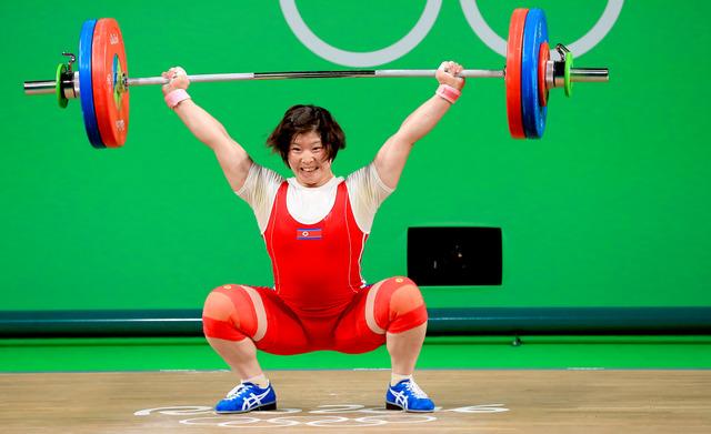 重量挙げ女子75キロ級で優勝した北朝鮮のリム・ジョンシム=樫山晃生撮影