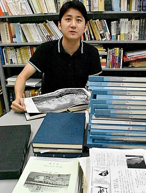 「満洲の記憶」研究会の大野絢也さん=東京都国立市、木村司撮影