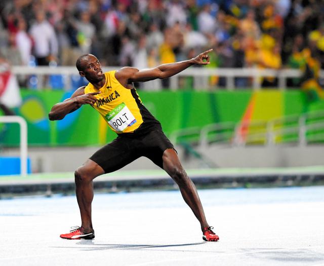 男子200メートルで優勝し、ポーズを決めるウサイン・ボルト=諫山卓弥撮影