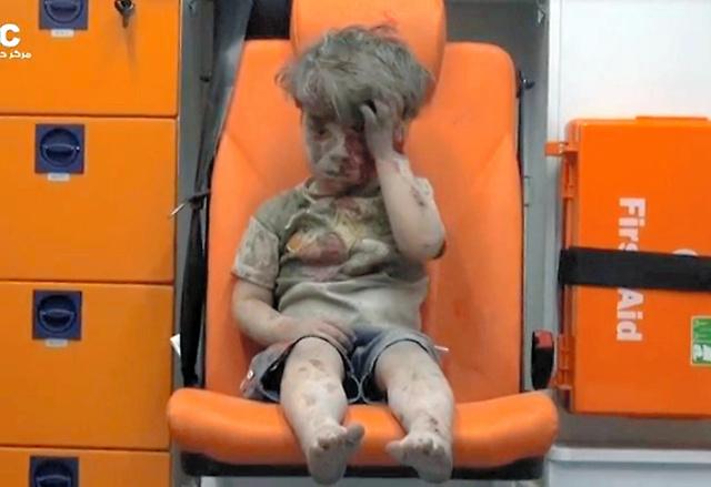シリア北部アレッポで17日に撮影されたとされる映像=ロイター