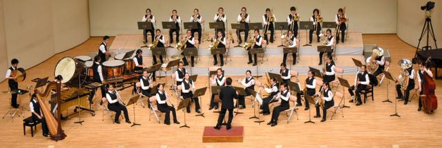 金賞を受賞した鹿児島市立桜丘中の演奏=福岡市の福岡サンパレス