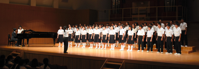 県合唱コンクールに参加した日野中の生徒たち=近江八幡市安土町桑実寺