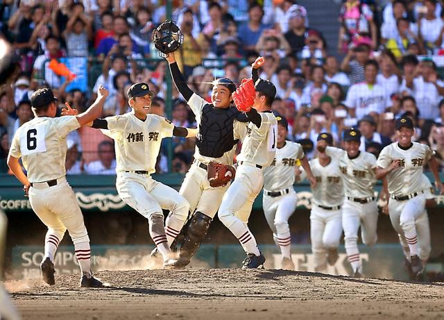 優勝し、喜ぶ作新学院の選手たち=21日午後、阪神甲子園球場、小川智撮影