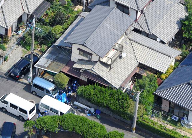 子ども4人の遺体が見つかった住宅=22日午前10時36分、福岡県須恵町、朝日新聞社ヘリから、長沢幹城撮影