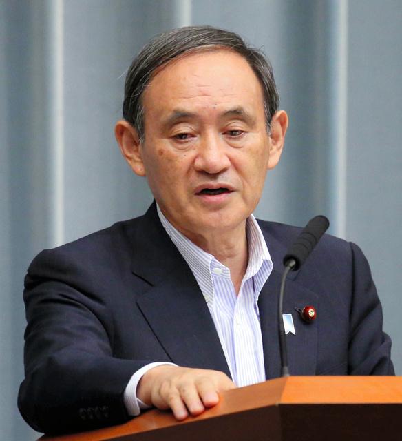 記者会見する菅義偉官房長官=23日午前11時14分、首相官邸、飯塚晋一撮影