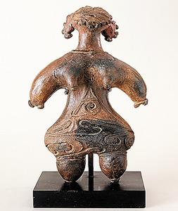 縄文土偶(縄文時代晩期初頭)=静岡市立芹沢けい介美術館蔵