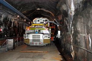 日本記者クラブ記者団に2015年に公開された北欧スウェーデンの高レベル放射性廃棄物処分の地下研究施設。同国は2020年代の処分場操業を目指しており、フィンランドとともに世界でも処分の実用化に向けたトップを走る